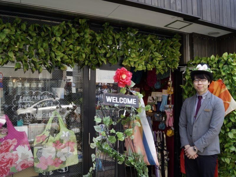 店の外観とウサギ店長の写真
